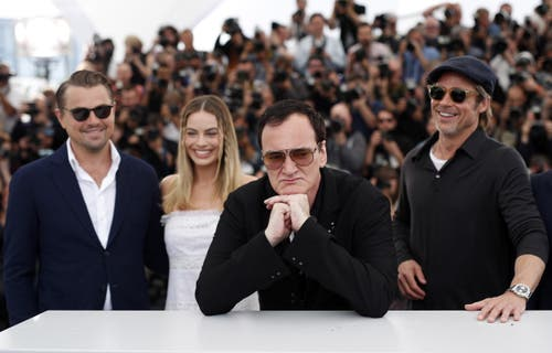 Leonardo DiCaprio, Margot Robbie, Quentin Tarantino und Brad Pitt (von links nach rechts). > Fototermin «Once Upon A Time ... In Hollywood» (EPA/GUILLAUME HORCAJUELO)