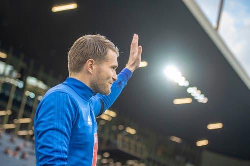 Claudio Lustenberger grüsst die Fans vor dem Spiel. (Bild: Urs Flüeler / Keystone, Luzern, 22. Mai 2019)