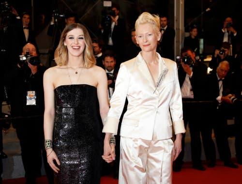 Die britische Schauspielerin Tilda Swinton (rechts) mit ihrer Tochter Honor Swinton Byrne während dem 72. Filmfestival in Cannes. > Filmpremiere «Parasite» (Bild: EPA/JULIEN WARNAND