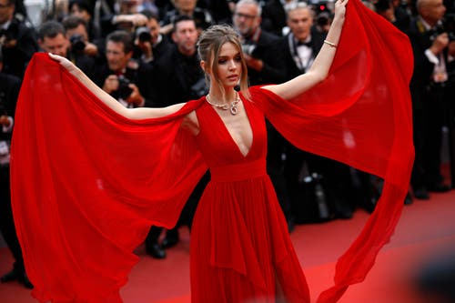 Model Josephine Skriver. > Filmpremiere «La Belle Epoque» (AP Photo/Petros Giannakouris)