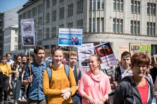 An der Klimademo vom Freitagvormittag nahmen vor allem wieder Schülerinnen und Schüler teil. (Bild: Adriana Ortiz Cardozo - 24. Mai 2019)