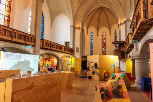 Die Ausstellung in der Kirche St.Leonhard wartet auf Publikum. (Bild: Marc Wittwer)