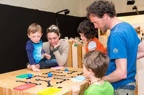 In der Ausstellung können ganze Familien aktiv mittun. (Bild: Michela Locatelli)