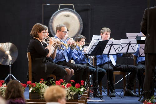 Die Junior Band Risch-Rotkreuz beim Auftritt in der Kirche. (Bild: Manuela Jans-Koch, Altishofen, 25. Mai 2019)