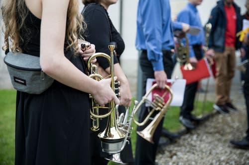 Die Junior Band Risch-Rotkreuz vor ihrem Auftritt in der Kirche. (Bild: Manuela Jans-Koch, Altishofen, 25. Mai 2019)