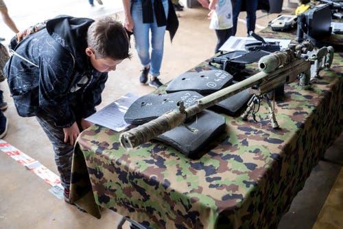 Ein Scharfschützengewehr am Stand des Militärpolizei Spezial-Detachement. (Bild: Philipp Schmidli, Emmen, 25. Mai 2019)