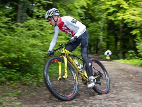 Nino Schurter jagt den Rekord der meisten Weltcupsiege von Julien Absalon. (Bild: KEYSTONE/PETER KLAUNZER)