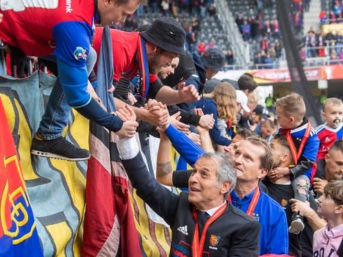 Auch die Basler, angeführt von Trainer Marcel Koller, gingen dank dem Cupsieg gegen Thun nicht leer aus (Bild: KEYSTONE/MARCEL BIERI)