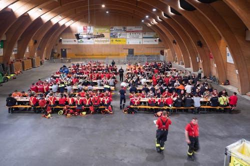 Die Mittagspause in der Wattwiler Markthalle war hochwillkommen. (Bild: Sascha Erni)