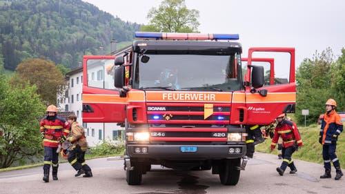 Übung in Wattwil mit einem echten Feuerwehrfahrzeug. (Bild: Sascha Erni)