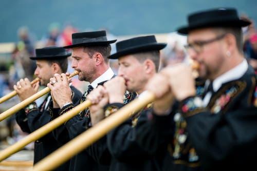 Alphornbläser am Ob- und Nidwaldner Kantonalschwingfest. (Bild: Philipp Schmidli, Oberdorf, 26. Mai 2019)