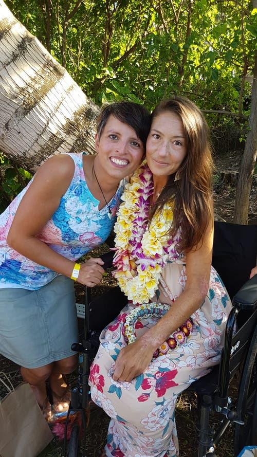 Susann Schuh (links) trifft auf die wiedergefundene Amanda Eller. (Foto: zvg)