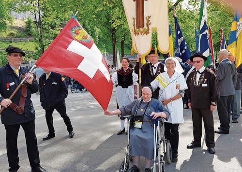 Rosmarie Lüchinger (2. von rechts) während einer Prozession. (Bild: Bilder: pd)