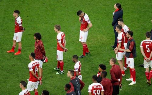 Enttäuschte Arsenal-Spieler nach dem Schlusspfiff. (Bild: Dmitri Lovetsky / AP)