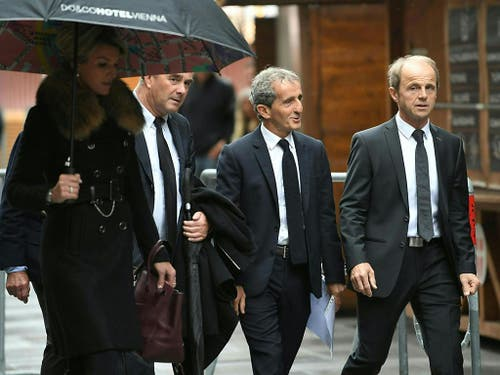 Auch Alain Prost (2. von rechts) war vor Ort (Bild: Keystone/APA/APA/ROLAND SCHLAGER)