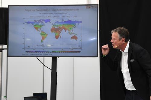 Thomas Bucheli spricht über die Klimaveränderung in Nidwalden (Bild: Nadia Schärli/Luzerner Zeitung, 30. Mai 2019)