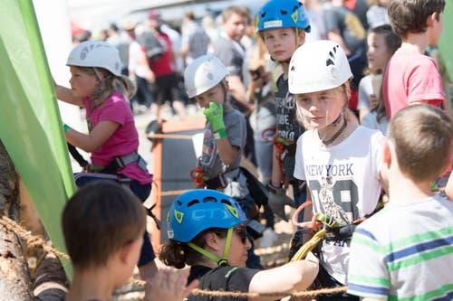 Kinder wollen auf den Turm. (Bild: Nadia Schärli/Luzerner Zeitung, 30. Mai 2019)