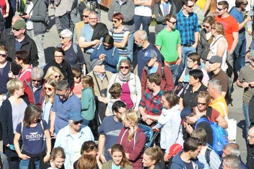 Der Andrang ist gross. Alle warten, bis die Iheimisch endlich ihre Tore öffnet. (Bild: Matthias Piazza, Buochs, 30. Mai 2019)