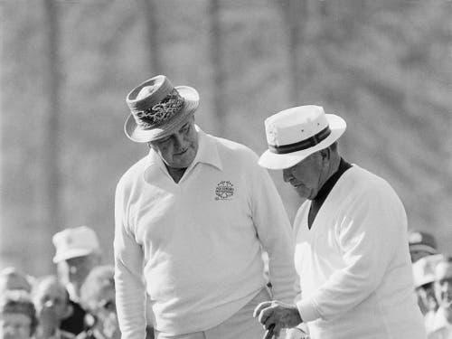 Sie waren und sind Legenden: Sam Snead (links), Jahrgang 1912, und Gene Sarazen, Jahrgang 1902 (Bild: KEYSTONE/AP/LANA HARRIS)