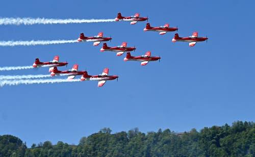Die wohl meisterwartete Attraktion der «Iheimisch» fand am Himmel statt: Die Flugshow mit gleich neun Piloten des PC-7 Teams der Schweizer Luftwaffe. (Bild: Romano Cuonz Freitag 31. Mai 2019)