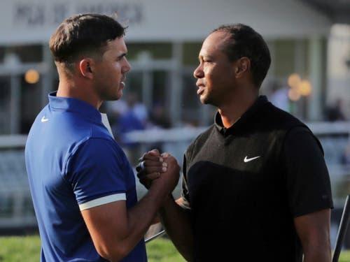 An der US PGA Championship Mitte Mai musste Tiger Woods eine Niederlage einstecken. Hier mit dem nachmaligen Sieger Brooks Koepka (Bild: KEYSTONE/AP/CHARLES KRUPA)