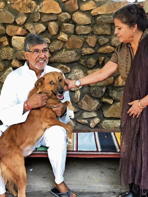 Friedensnobelpreisträger Kailash Satyarthi hilft mit seiner Frau unterdrückten Kindern.