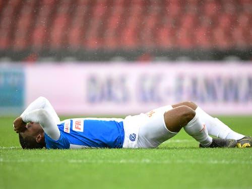 Am Boden: Julien Ngoy ist sich des Ausmasses der Niederlage gegen St. Gallen bewusst (Bild: KEYSTONE/ENNIO LEANZA)