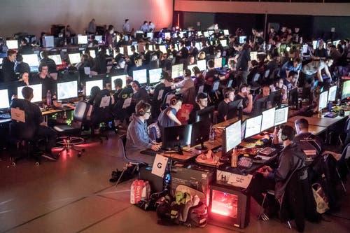 Sogenannte LAN-Partys locken an diesem Wochenende 512 Gamer in die Stadthalle. (Bild: Nadia Schärli, Sursee, 3. Mai 2019)