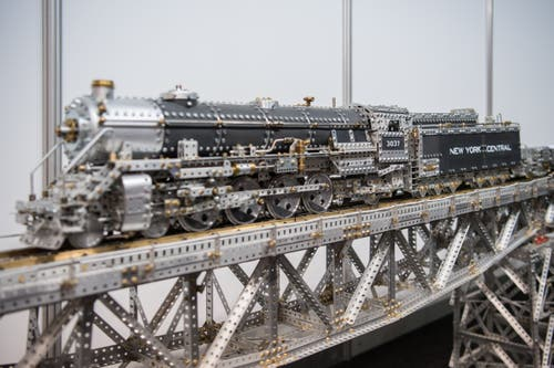 Schlicht beeindruckend ist die Lokomotive inklusive Brücke. (Bild: Pius Amrein, Luzern, 3. Mai 2019)