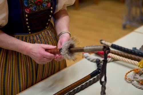 In der Brauchtumsausstellung konnten die Besucher die typischen «Geisslä» betrachten. (Bild: Maria Schmid, Oberägeri, 4. Mai 2019)