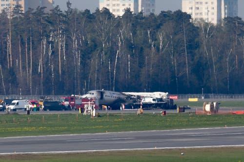 Das Flugzeug am Montag nach dem Unglück. Nun sollen die Flugschreiber ausgewertet werden. (Bild: AP Photo/Pavel Golovkin)