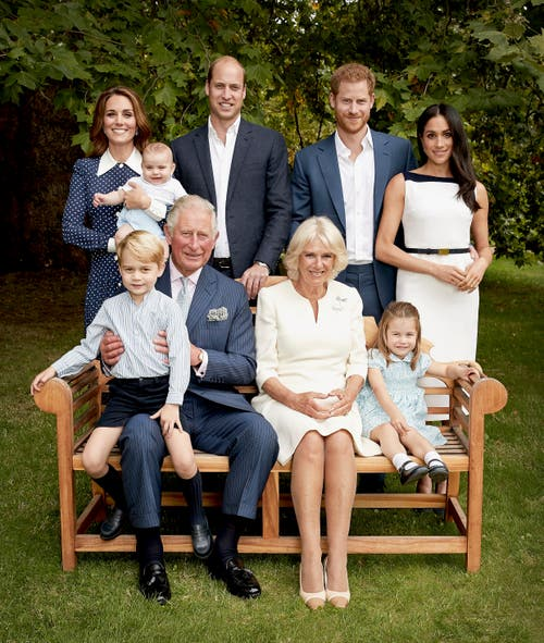 Hinten stehen von links nach rechts: Herzogin Kate, Prinz Louis, Prinz William, Prinz Harry, Herzogin Meghan und vorne v.l.n.r.: Prinz George, Prinz Charles, Herzogin Camilla und Prinzessin Charlotte. (Bild: Chris Jackson/Pool Photo, 5. September 2018)