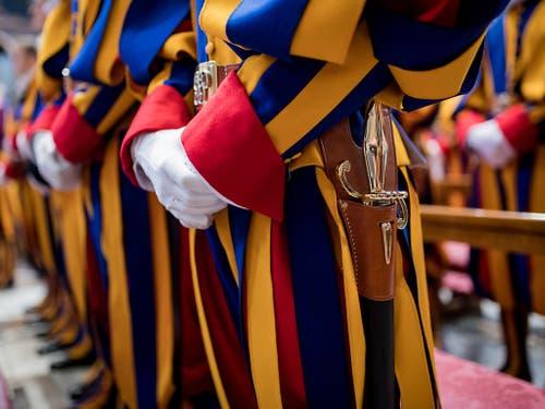 23 neue Schweizergardisten haben im Vatikan ihren Eid geleistet. (Bild: KEYSTONE/TI-PRESS/GABRIELE PUTZU)