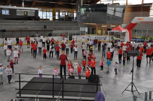 138 Teilnehmerinnen und Teilnehmer fanden sich am Sonntag zur grössten Turnstunde der Schweiz in Uzwil ein.