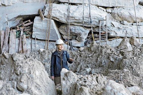 Nadja Iseli holte den grünlichen Gneis in einem Steinbruch bei Chiavenna IT.
