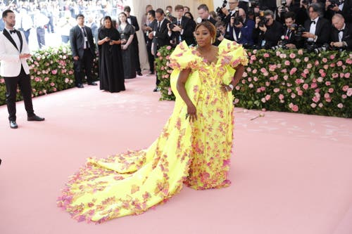 Serena Williams an der Met Gala in New York. (Bild: KEYSTONE/EPA/JUSTIN LANE)