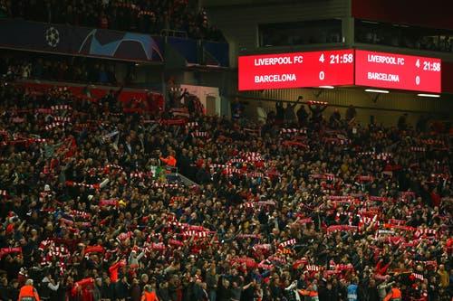 ... und das ganze Stadion singt mit. (Bild: Dave Thompson / AP)