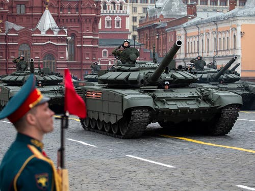 Riesige Waffenschau an der Siegesfeier über Hitler-Deutschland am Donnerstag in Moskau. (Bild: KEYSTONE/AP/ALEXANDER ZEMLIANICHENKO)