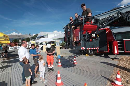 Mit der Feuerwehrleiter geht es hoch hinaus. (Bild: Roger Zbinden, 1. Juni 2019)