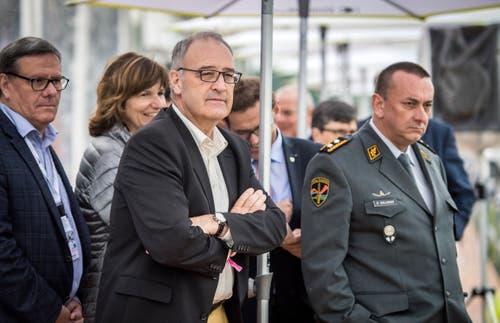 Bundesrat Guy Parmelin (Mitte) am Pfingstrennen 2019 auf der Pferderennbahn in Frauenfeld. (Bilder: Reto Martin)