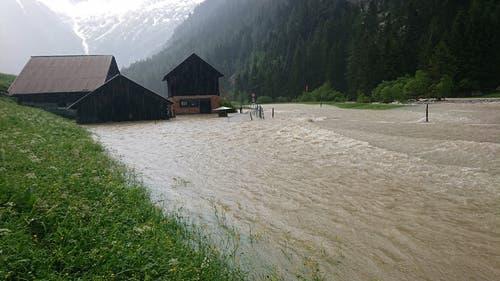 Auch in Abfrutt bei Göschenen trat die Reuss über die Ufer. (Bild: Freiwillige Feuerwehr Göschenen, Abfrutt, 11. Juni 2019)