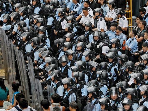 Die Sicherheitskräfte sind mit einem Grossaufgebot im Einsatz. (Bild: KEYSTONE/AP/VINCENT YU)