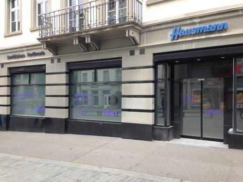 Und in den vergangenen Tagen ist bereits etwas gegangen. Erste Anzeichen für den Start des Umbaus der alten Apotheke in eine Bankfiliale? (Bild: Reto Voneschen - 11. Juni 2019)