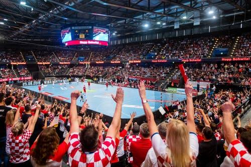 6000 Fans kamen in die Bossard-Arena, darunter viele Kroaten. (Bild: Philipp Schmidli, Zug, 12. Juni 2019)
