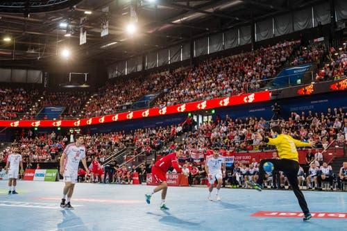 Andy Schmid wirft einen Penalty. (Bild: Philipp Schmidli, Zug, 12. Juni 2019)