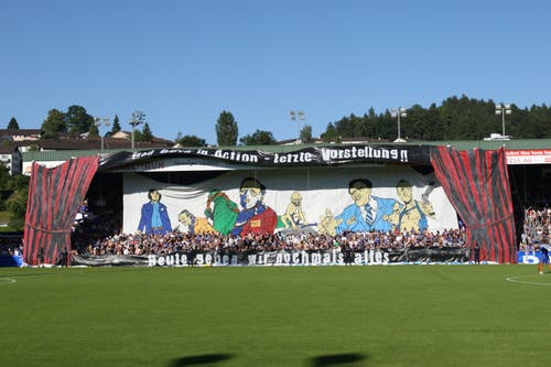 Vorhang auf für das letzte Spiel im alten Allmend-Stadion. (Bild: Philipp Schmidli, Luzern, 13. Juni 2009)