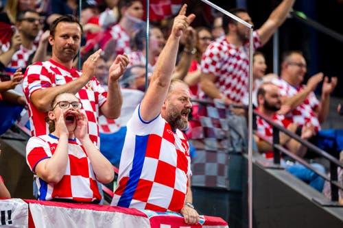 Kroatische Fans bejubeln einen Treffer. (Bild: Philipp Schmidli, Zug, 12. Juni 2019)