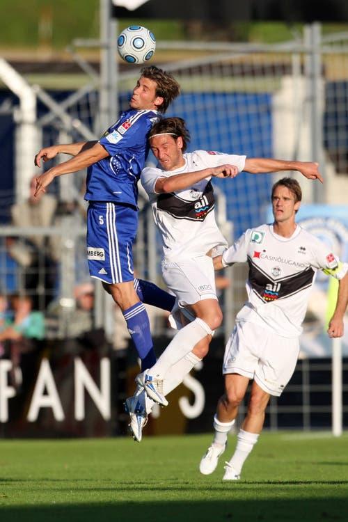 Luzerns Michel Renggli (links) gegen Luganos Ludovico Moresi. (Bild: Philipp Schmidli, Luzern, 13. Juni 2009)