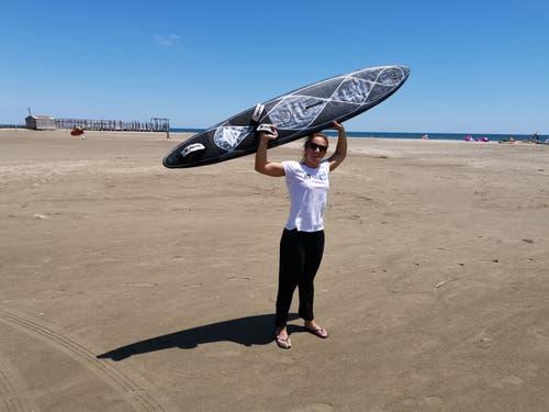 Die Urnerin Surferin Heidi Ulrich hat wieder einen Weltrekord aufgestellt. (Bild: PD)