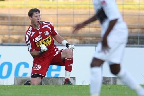 Luzerns David Zibung jubelt nach dem gehaltenen Penalty. (Bild: Philipp Schmidli, Luzern, 13. Juni 2009)